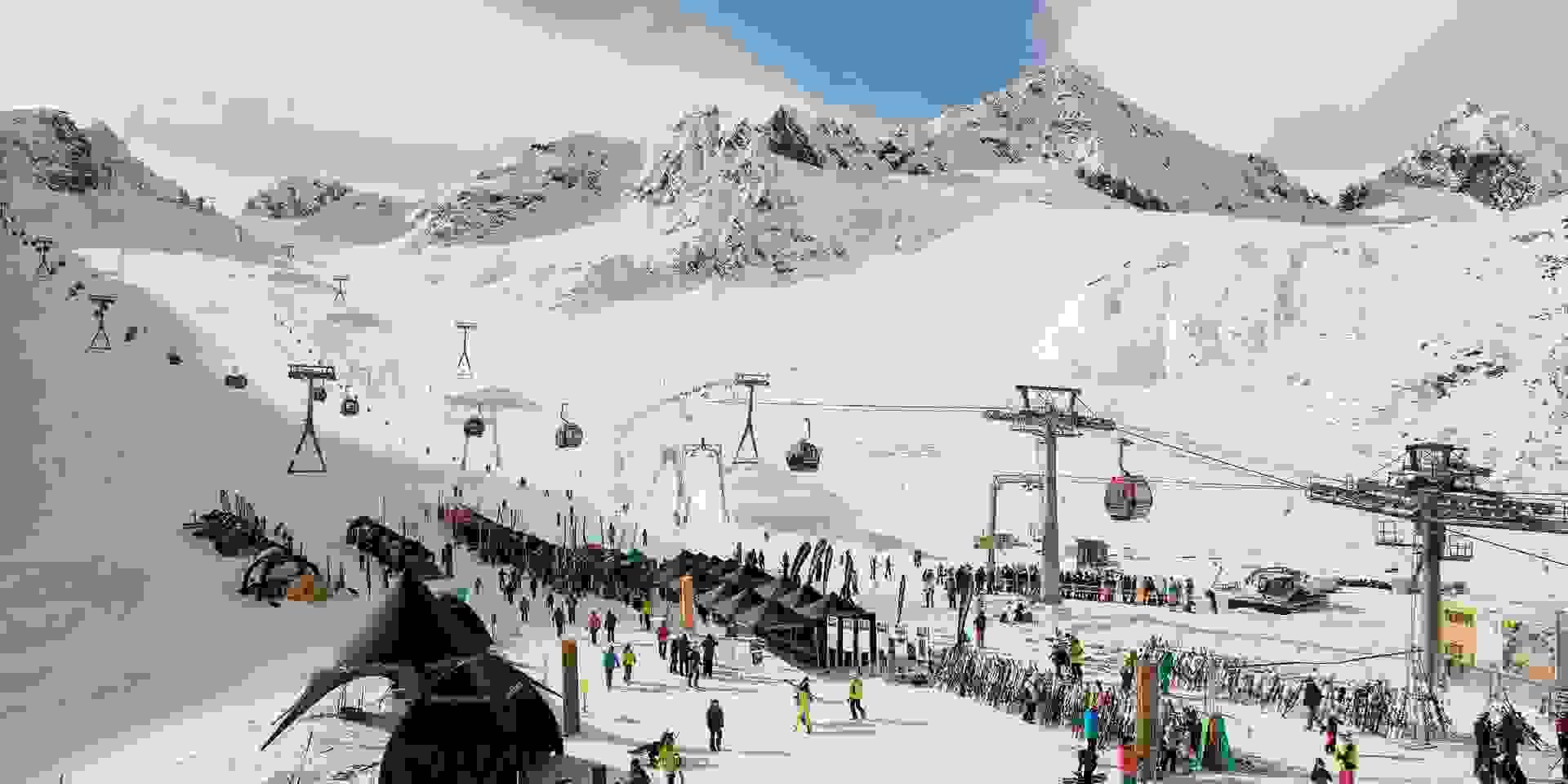 Eine Luftaufnahme des Skigebiets am Stubaier Gletscher.