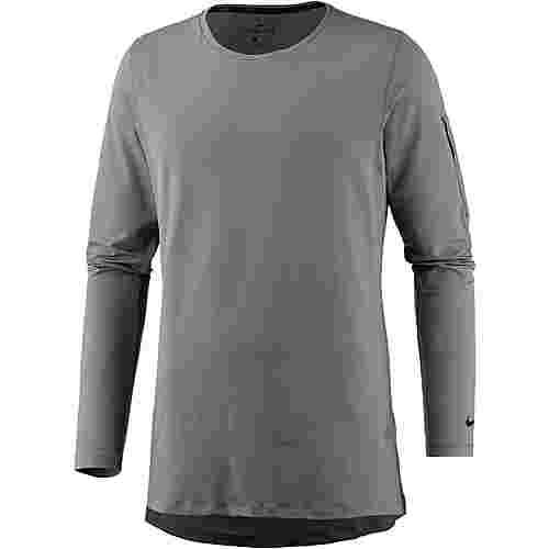 Nike Utility Funktionsshirt Herren gunsmoke black im Online Shop von SportScheck kaufen