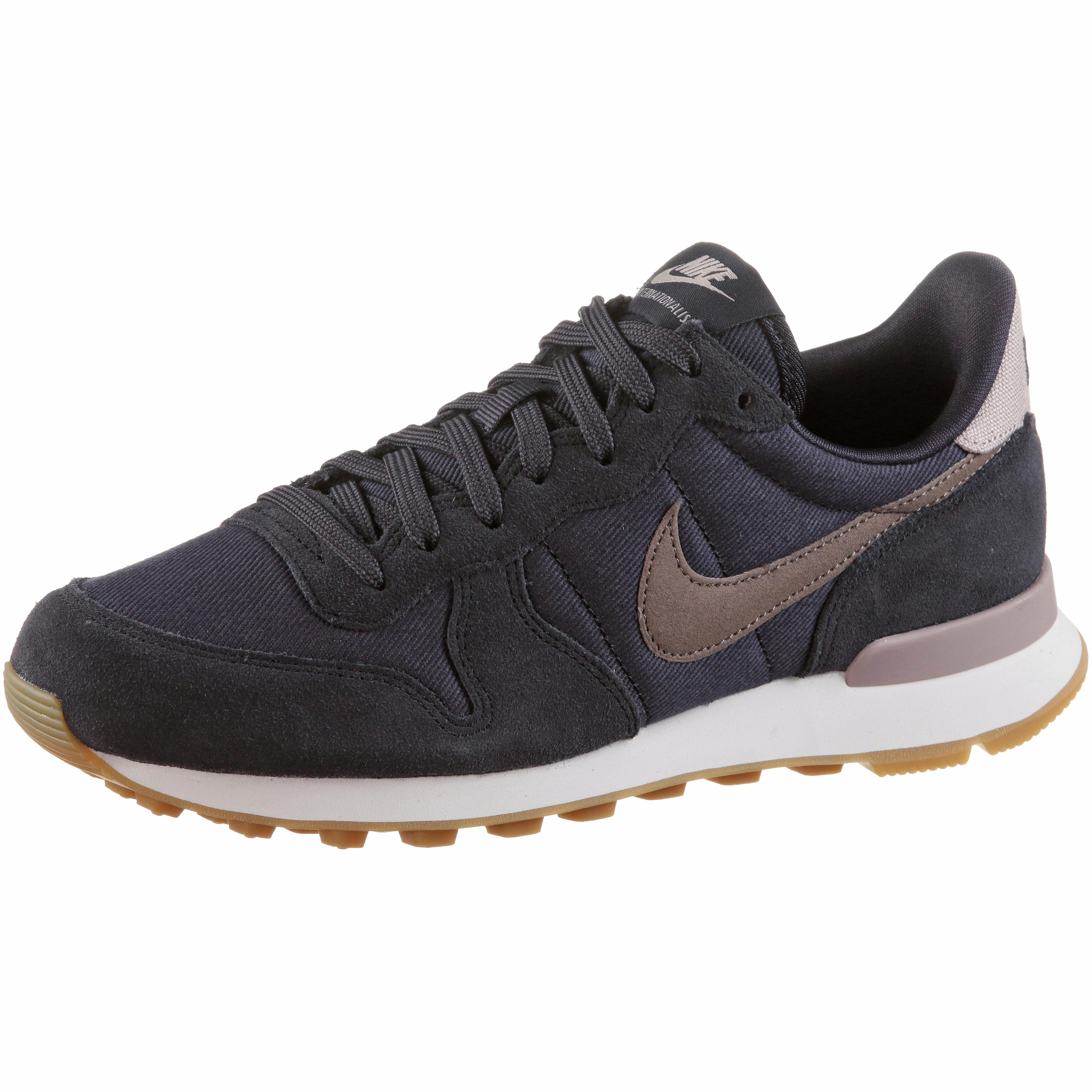 Nike INTERNATIONALIST Sneaker Damen oil grey-mink brown-summit white ...