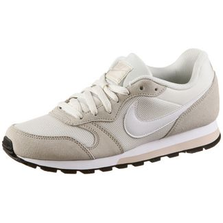 Nike MD Runner2 Sneaker Damen phantom white-light cream