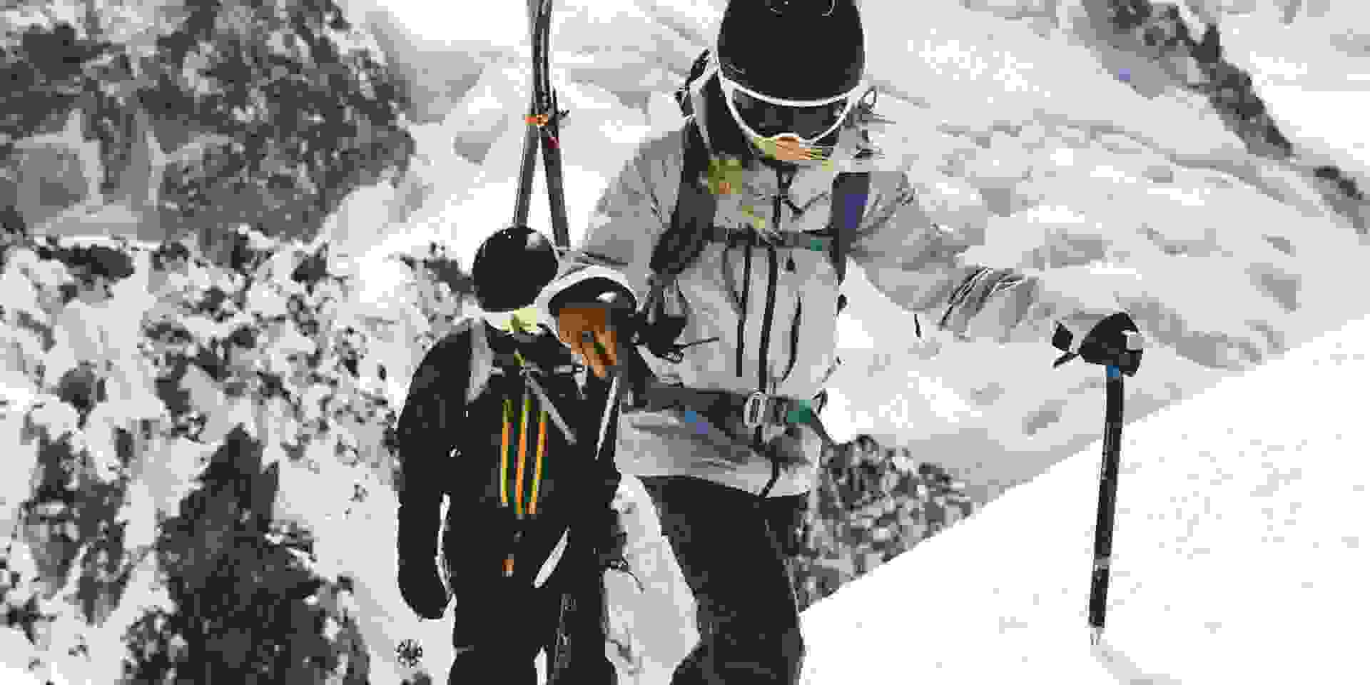 2 top ausgerüstete Skitourengänger