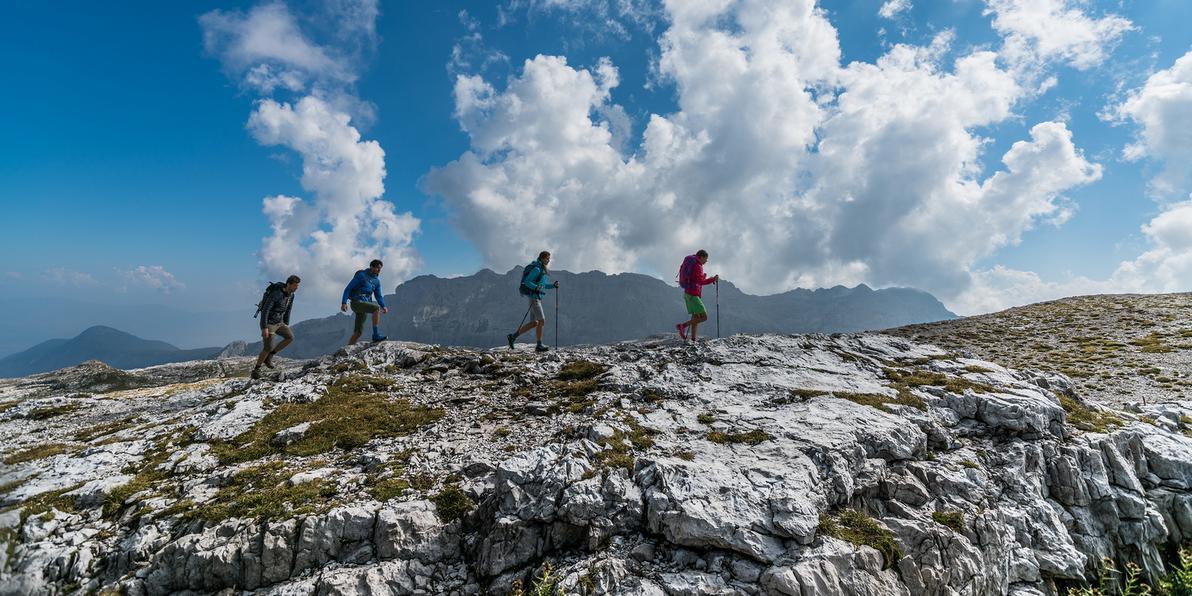 CMP - Eine Gruppe beim Wandern auf dem Berg
