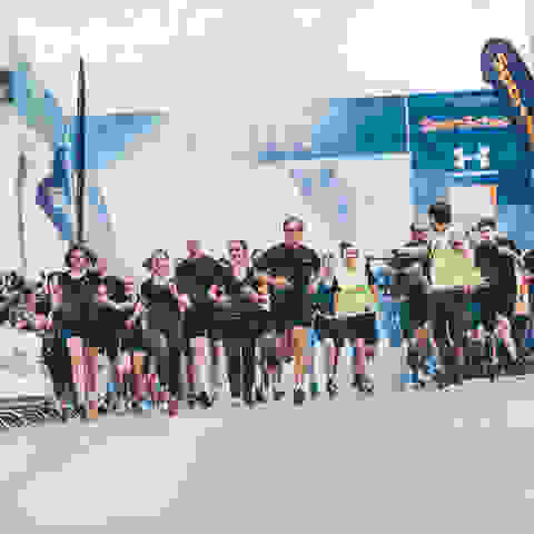 Der Start eines 10km Laufs beim SportScheck Run München