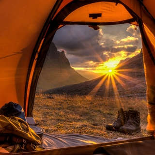 Zu den Zelten
