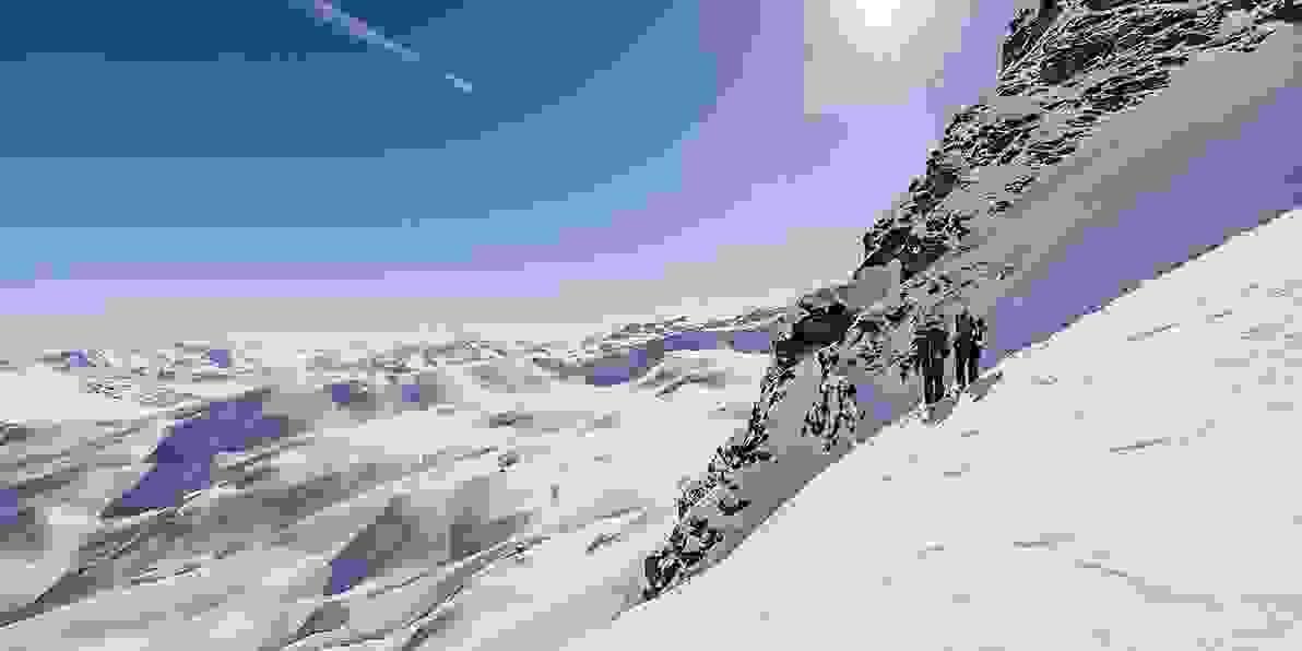 Zu den Skihosen und Skijacken