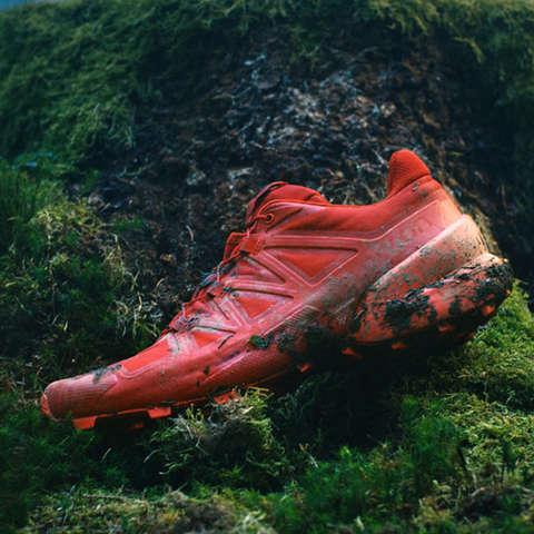 Ein Salomon Speedcross Trailrunning Schuh in rot.