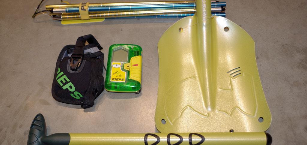 Ein Lawinenausrüstung Set von PIEPS.