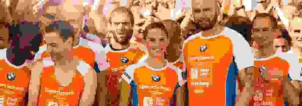 Eine Gruppe von Profi Läufern beim SportScheck Stadtlauf Nürnberg.