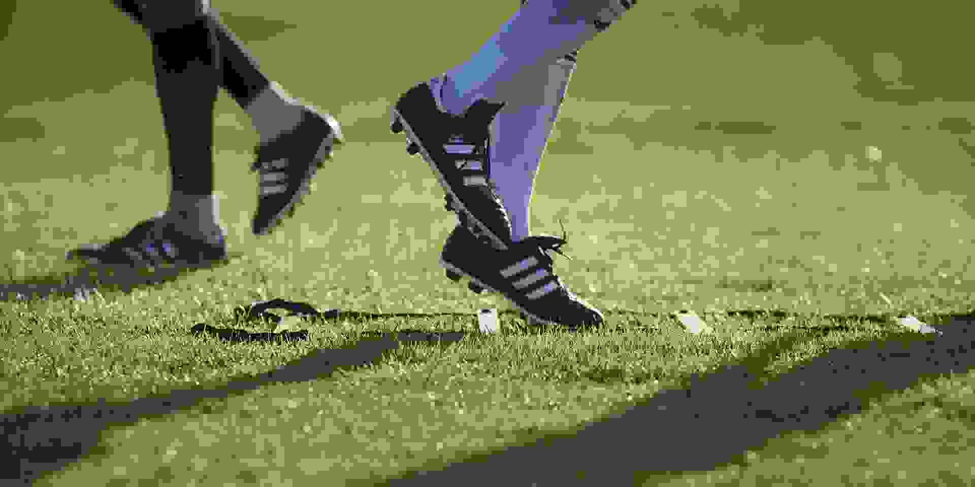 Adidas Fussballschuhe im Einsatz auf dem Rasen