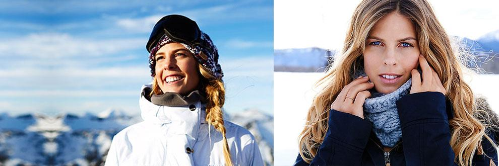 2 Frauen in einer Winterlandschaft. Eingekleidet von Roxy in Kooperation mit Biotherm.