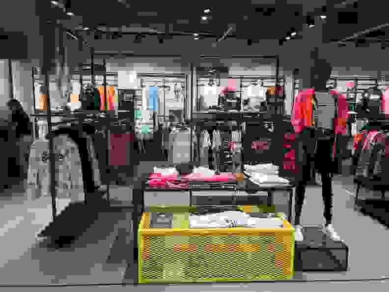 SportScheck Aachen - Streetwear Damen