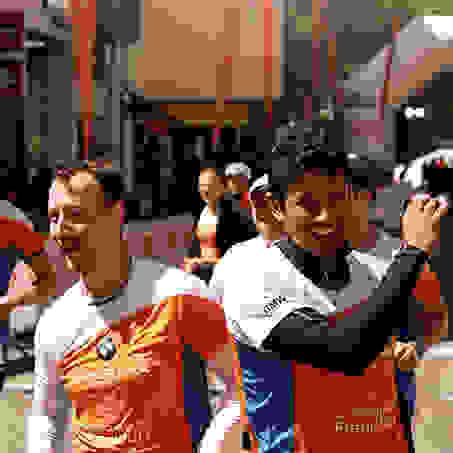 Zwei Läufer beim SportScheck Stadtlauf Frankfurt.