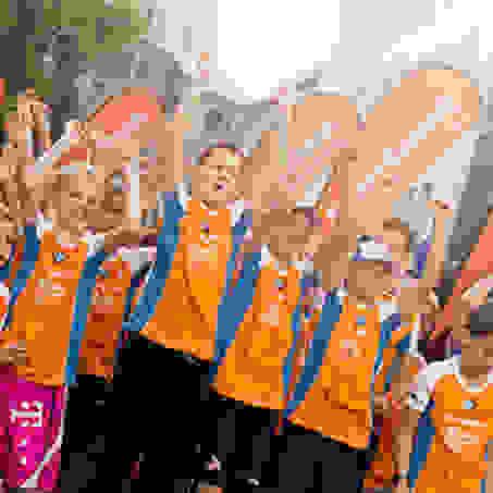 Viele Kinder am Start beim Stadtlauf in Köln.