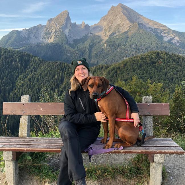 Ein Bild von Franziska Obert mit Hund