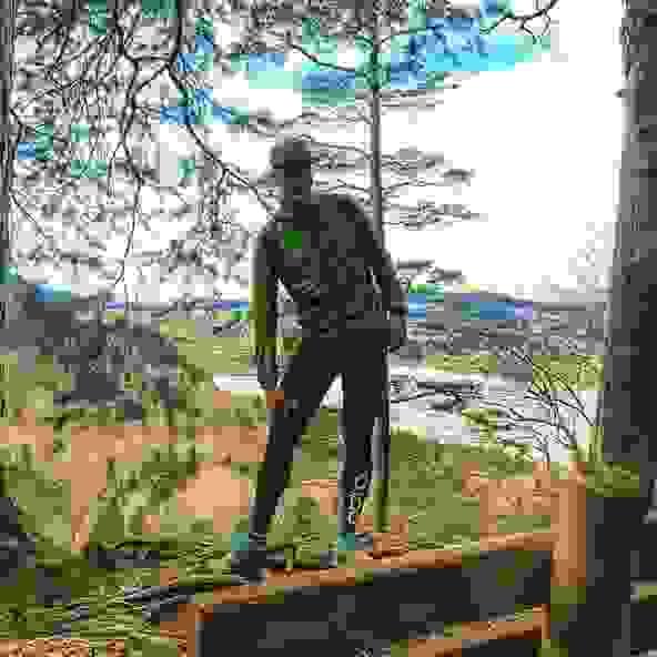 Michael Arend im Wald beim Trailrunning.