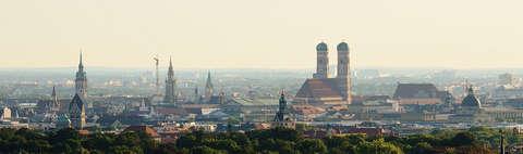 Ein Panorama der Stadt München.