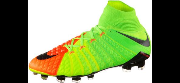 Ein Nike Mercurial Superfly FG Fußballschuh auf weißem Grund.