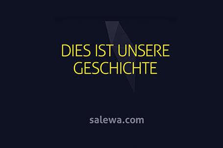 Text in gelber Schrift auf dunkelblauem Hintergrund: Dies ist unsere Geschichte