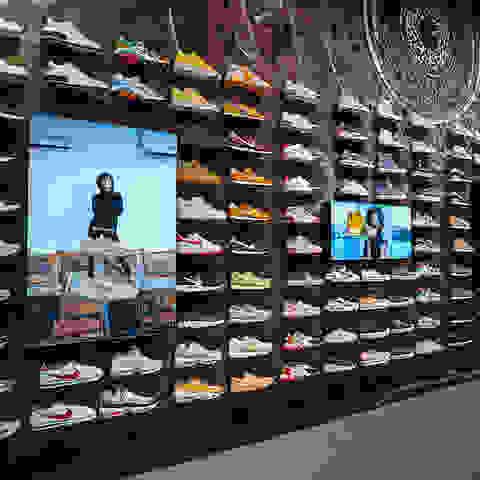 sneaker_auswahl_sportscheck_muenchen