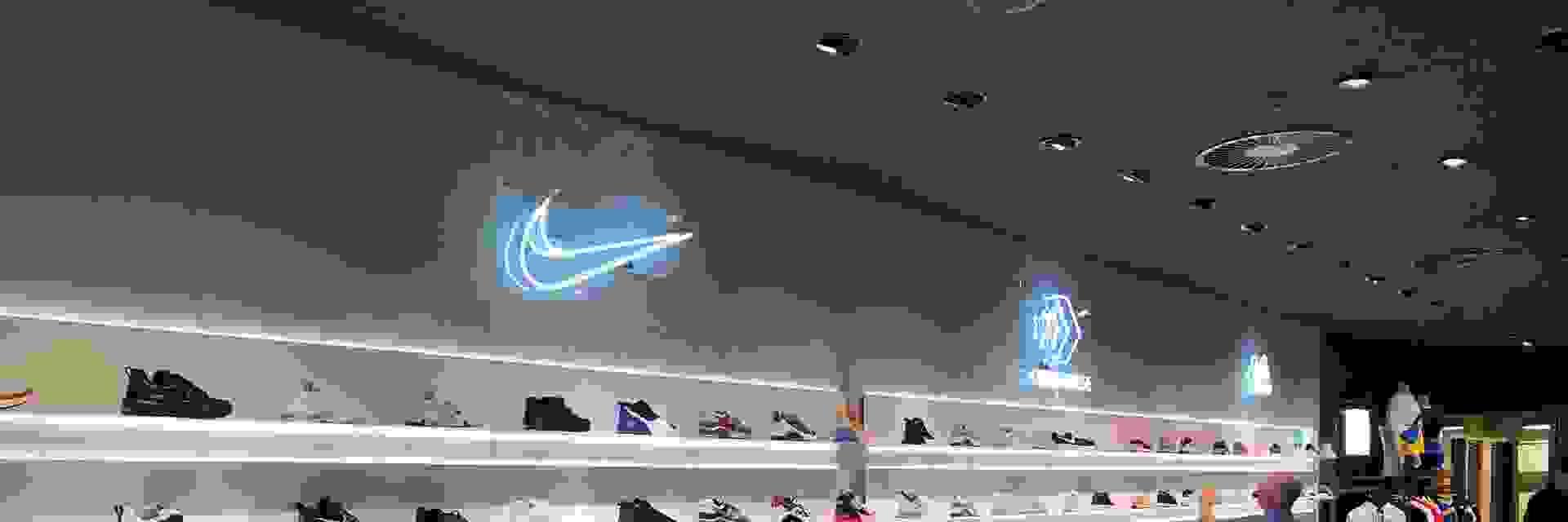 sportscheck-koeln-sneakers